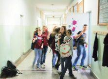 Наставницима са дипломом више школе прете откази