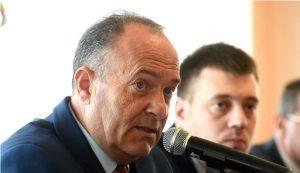 Шарчевић: Министарство и да одлучује и да брине о просвети