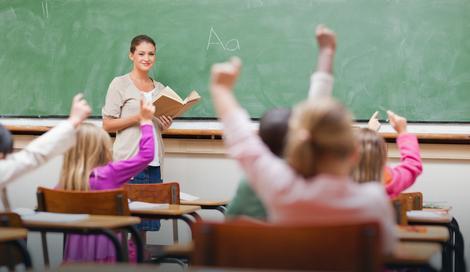 Министар хушка јавност на наставнике