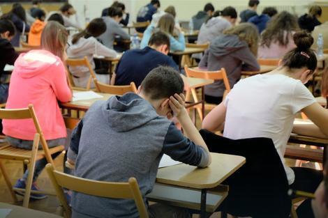 Министарство просвете: ове године пет пута више ученика положило пријемни испит за ИТ одељења
