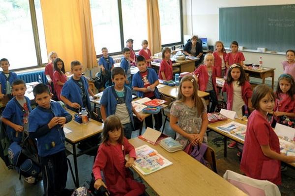 Половина школа у Србији подржава увођење униформи