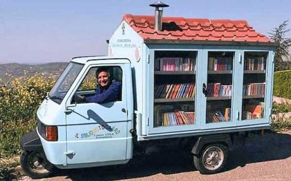 """Учитељ """"Библиомобилом"""" доноси радост деци у забаченим селима"""