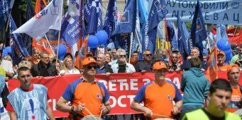 Синдикати обележили Први мај и предали захтеве влади