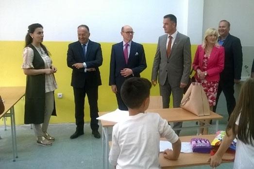 Министар просвете посетио директоре које би да смени