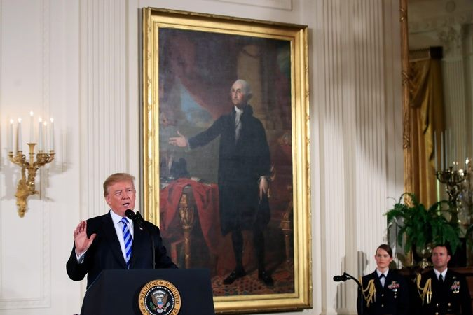 Трамп би да наоружа наставнике