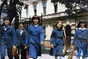 Да ли су финансијска средства препрека за увођење ђачких униформи?