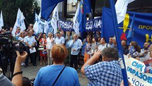 Протест испред Владе Србије 11. децембра