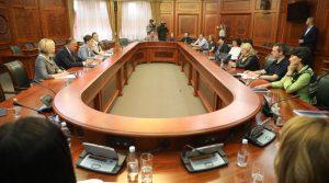 Премијерка Брнабић и министар Шарчевић на састанку са успешним наставницима