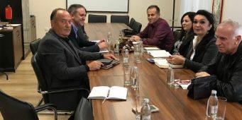 Министар са репрезентативним синдикатима о вршњачком насиљу. Унија није добила позив за састанак