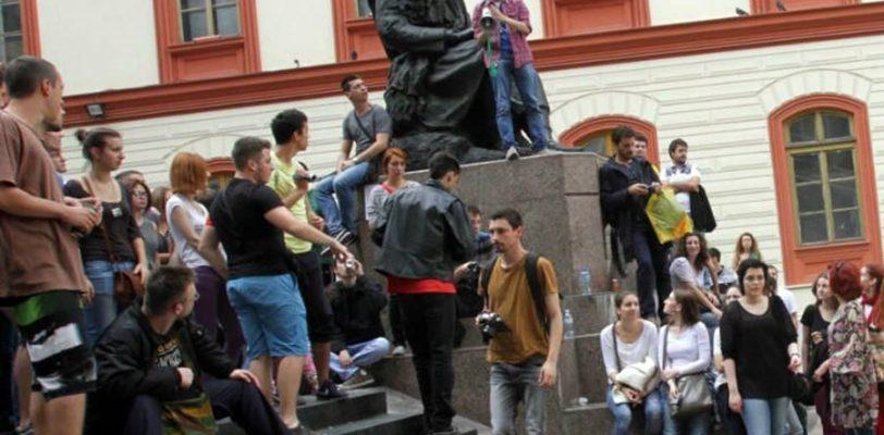 Петиција – побуна студената или политичких странака?