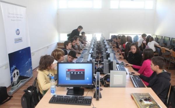 Школама стиже 5.000 компјутера због информатике