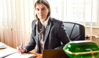 Брнабићева: Мораћемо да затворимо школе са једним или два ђака